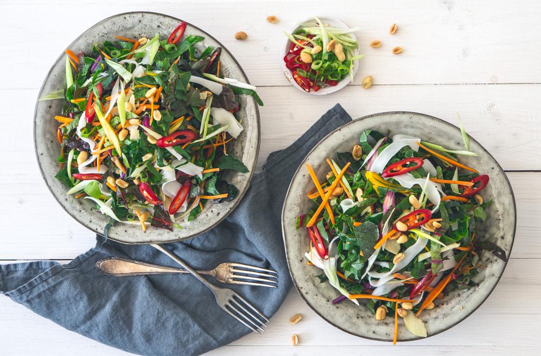 Pad-Thai-Salat mit Mangold